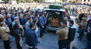 Pola de Lena despide a José Luis Arias, el sexto minero fallecido. (Foto: J. R. Silveira / La Nueva España)